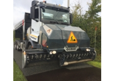 GRITseal - Forward chippings spreader 4.40 m : Safety, Quality, Removability and Standard vehicle / Specs: 4,40m, 12m³, 8x4 Truck, Computerized